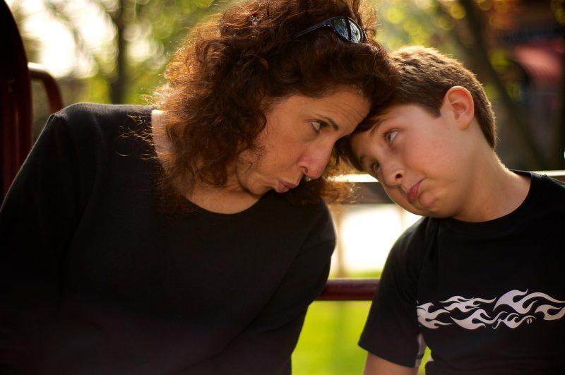 Pais super protetores impedem que os filhos se tornem adultos capazes de enfrentar a vida